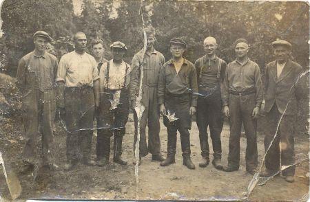 Mettäsen verstaan miehet kuvattuna vuonna 1935.